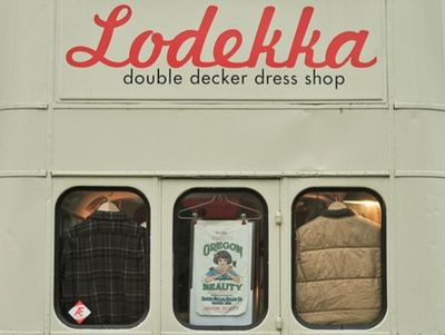 DoubleDeckerDressShop5