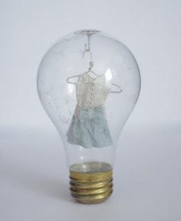 MiniaturePaperClothesInLightbulbs2